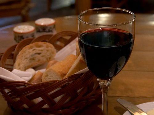 crveno-vino-u-italijanskom-restoranu 1