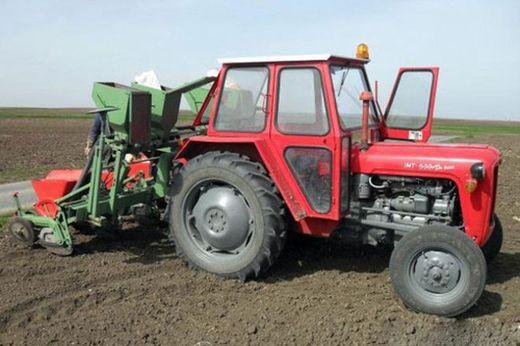 Read more about the article Traktor – Saveti za redovno održavanje za duži vek mašine