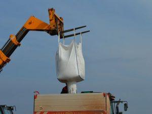 punjenje rasturaca mineralnog djubriva
