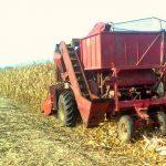 Bezbedno otklanjanje zagušenja na kombajnu beraču kukuruza